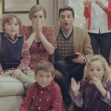 Samsung-brings-in-the-Christmas-spirit-with-a-Galaxy-S-III-Santa-Fail-ad